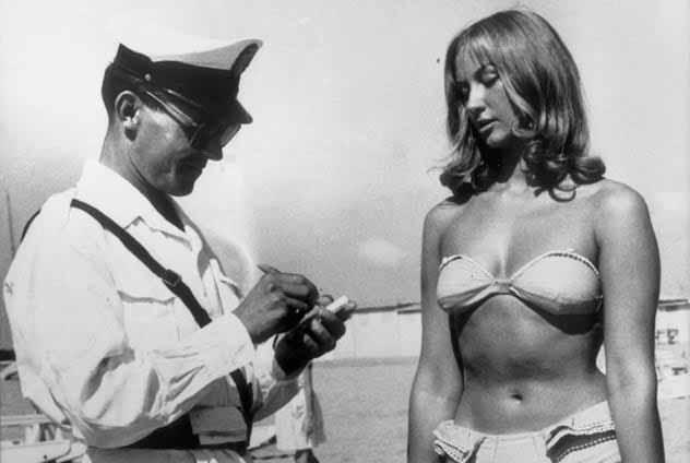 bikini interzis